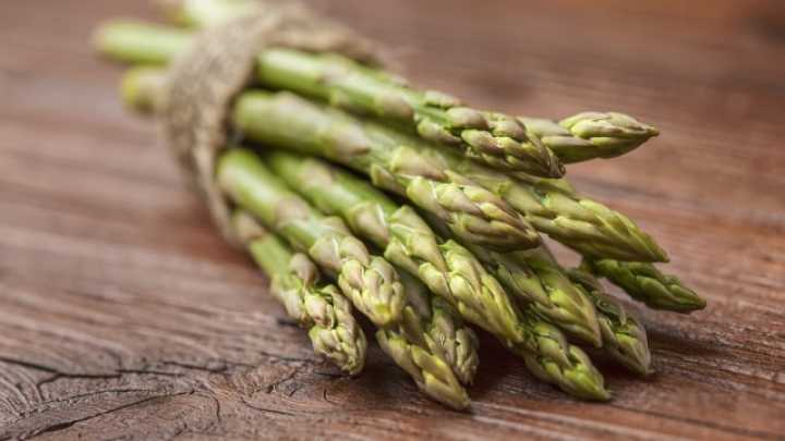 why does asparagus make your pee stink reddit