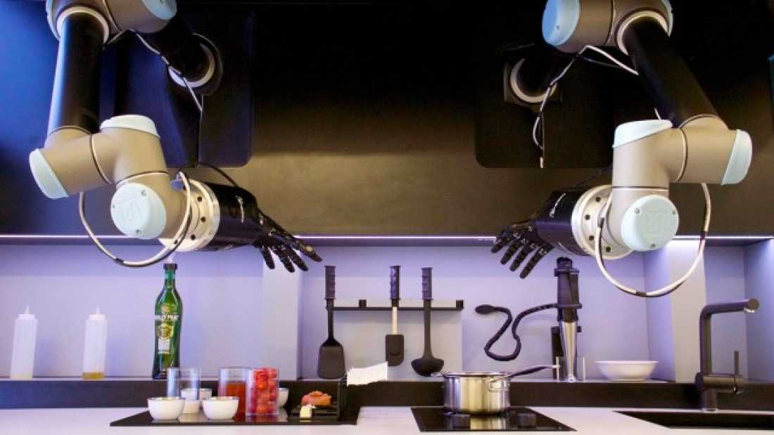 1552 Robot Chef That Can Cook 2,000 Meals Set To Go On Sale In 2017