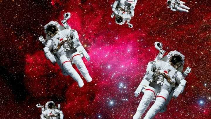 5 Weird Things <b>Astronauts</b> Have <b>Lost</b> in <b>Space</b> | NASA&#39-s Unexplained ...