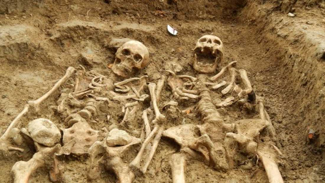 2199 Couple Found Holding Hands For 700 Years