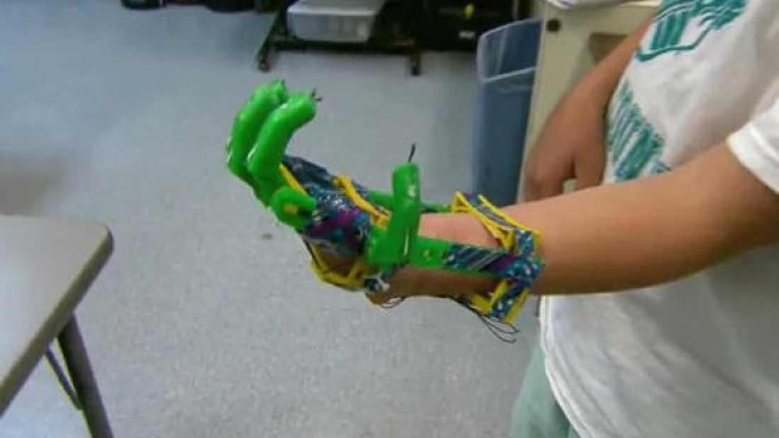 112 Man Makes 3D Printed Prosthetic Hand For Son For Only $10