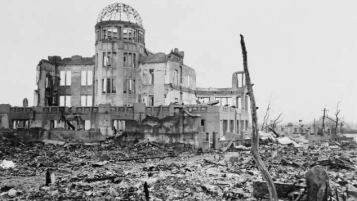 an account of events during the atomic bombing of the city of hiroshima on august 6 1945 On this day in 1945, at 8:16 am japanese time, an american b-29 bomber, the  enola gay, drops the world's first atom bomb, over the city of hiroshima   address or any other information about your participating tv provider account   to work clearing fire lanes in the event of incendiary bomb attacks.