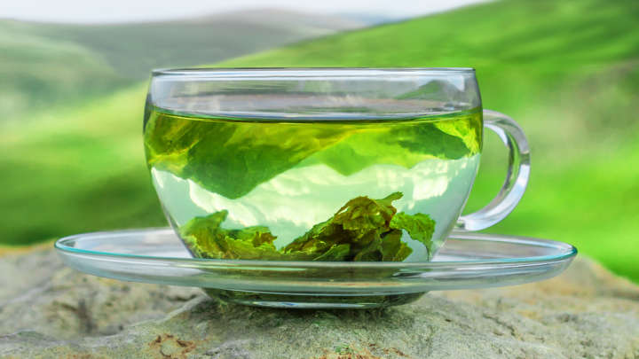 Scientists Accidentally Discover Tea Leaf Nanoparticles Kill Lung Cancer Cells