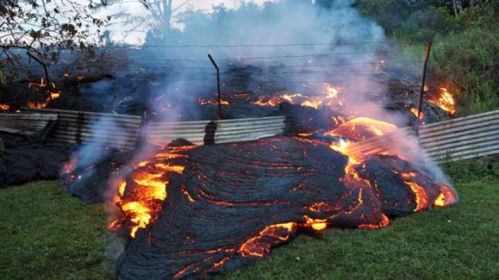 physics of cooling lava Smooth pro time lapse of eruption of kilauea volcano pahoehoe flows down a slope, set to music lava flows are sped up 10x, 20x, and 40x traditional time l.