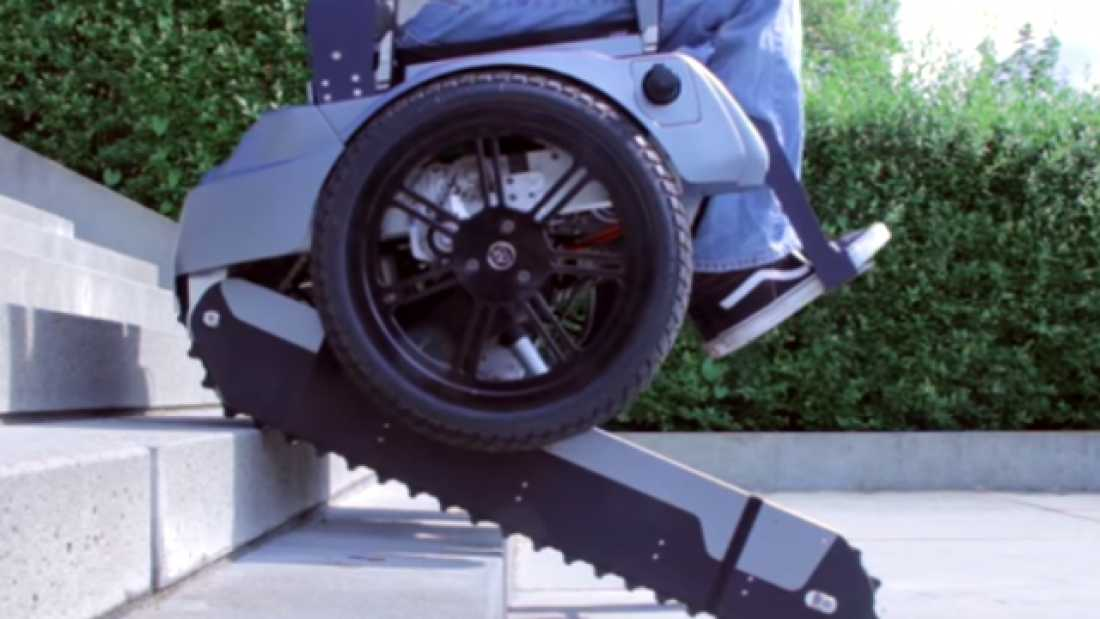 3053 Students Have Developed An Electirc Wheelchair That Can Climb Stairs