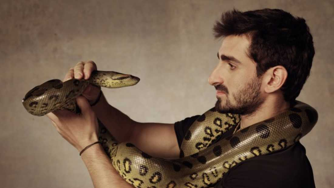 129 Man Claims He's Going To Put On A Snake-Proof Suit And Let An Anaconda Swallow Him On Camera
