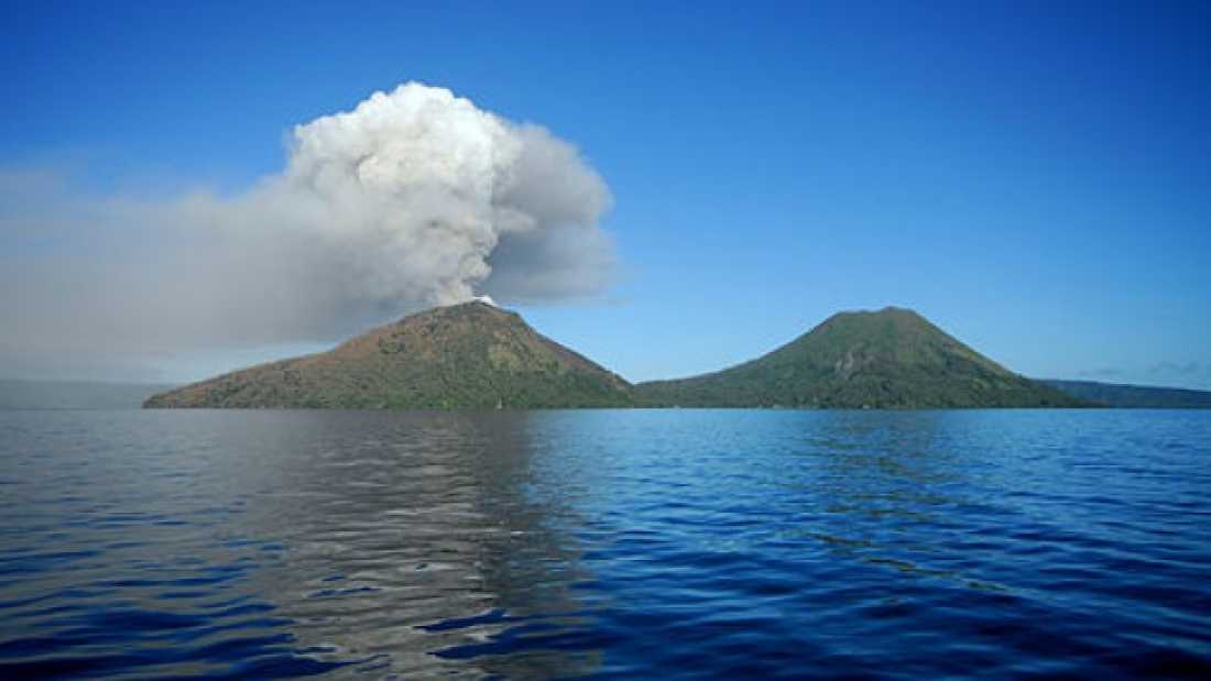 2045 Incredible Video Shows Volcanic Eruption in Papua New Guinea