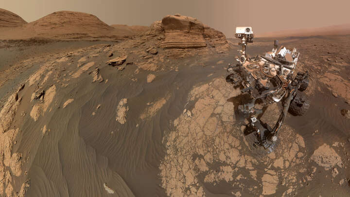 NASA's curiosity sends a new selfie and 3D image of the amazing Martian cliff