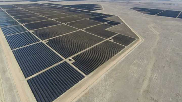 World S Largest Solar Farm Goes Online In California
