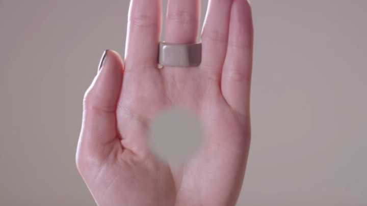 "This Bizarre Illusion Makes You See A ""Hole"" In Your Hand"